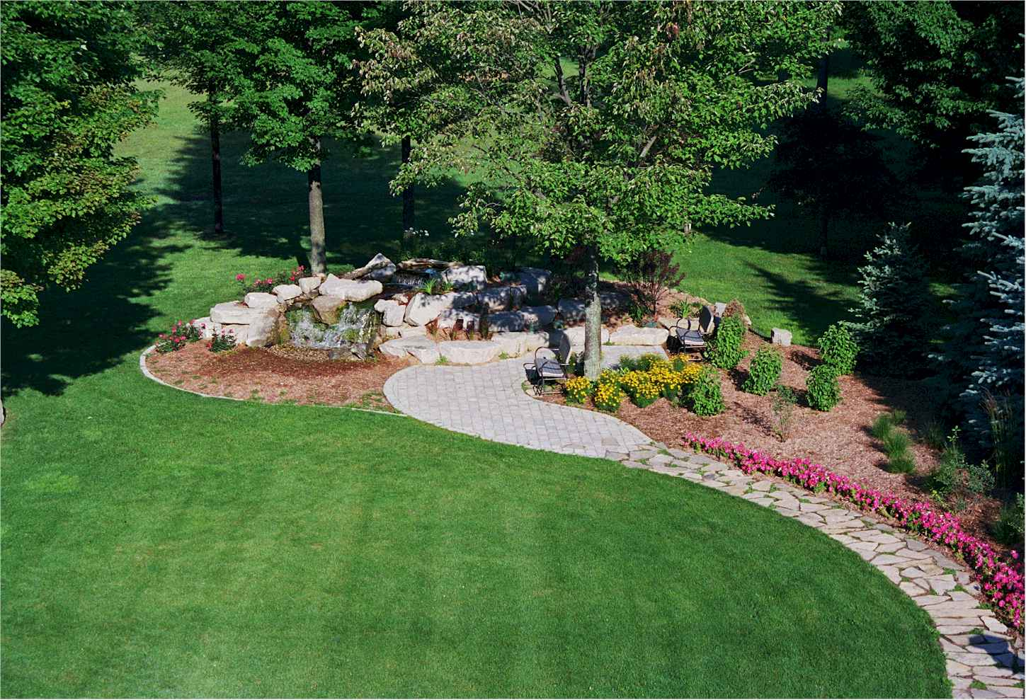 5 landscaping ideas to wow the neighbors for Large garden design ideas